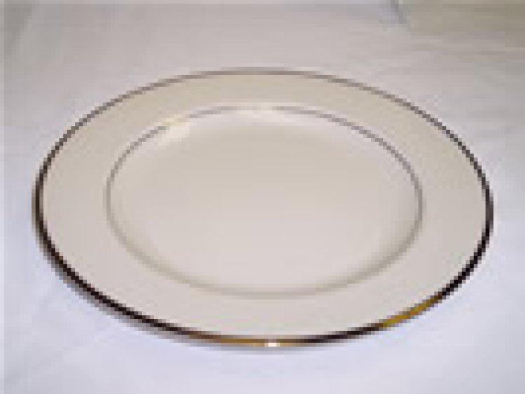 Luncheon Plate Cream W/Gold Trim